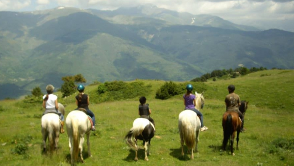 Horse riding and horseback routes in Pyrennees